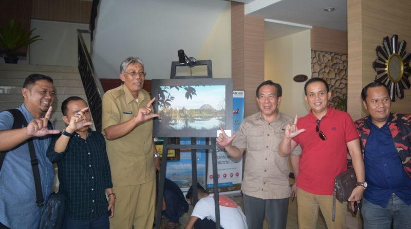 Bupati Sintang Membuka Pelaksanaan Lomba Fotografi Festinvest Bukit Kelam 2018