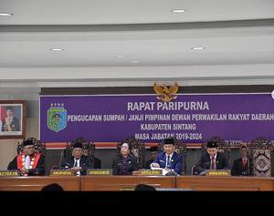 RAPAT PARIPURNA PENGUCAPAN SUMPAH/JANJI PIMPINAN DPRD KABUPATEN SINTANG PERIODE 2019-2024