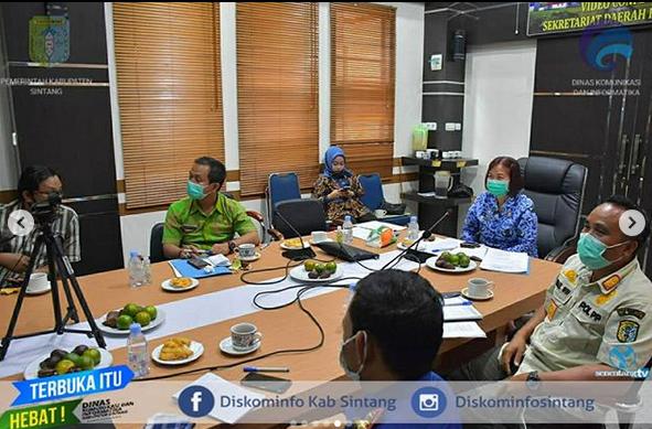 Sekda Sintang Yosepha Hasnah Mengikuti Rapat Koordinasi Bersama Kementerian Dalam Negeri, Gubernur,  Dan Bupati Seluruh Indonesia Melalui Video Conference Zoom Meeting Room