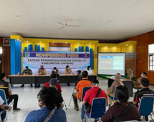 Konferensi Pers Terkait Penanggulangan Covid-19 di Kabupaten Sintang