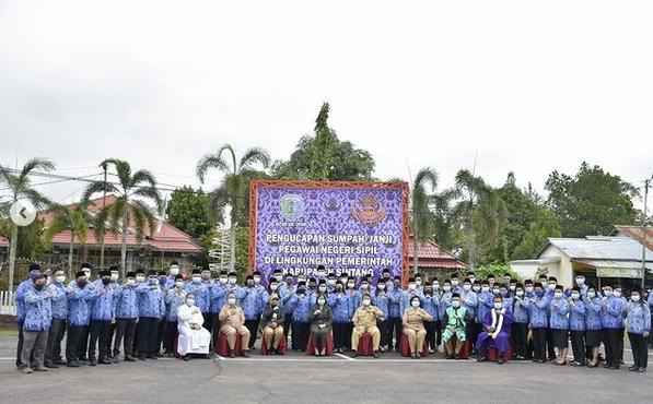 Sekda Sintang Yosepha Hasnah Pimpin Upacara Pengucapan Sumpah/Janji Pegawai  Negeri Sipil di Lingkungan Pemerintah Kabupaten Sintang