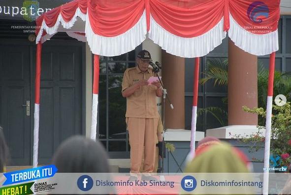 Bupati Sintang Jarot Winarno Pimpin Apel  Silahturahmi Natal Tahun 2020 Dan Apel Awal Tahun 2021 Di Lingkungan Pemerintah Kabupaten Sintang
