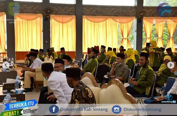Bupati Sintang Jarot  Winarno Mengukuhkan Kepengurusan Panitia  Hari Besar Islam (PHBI) Kabupaten Sintang